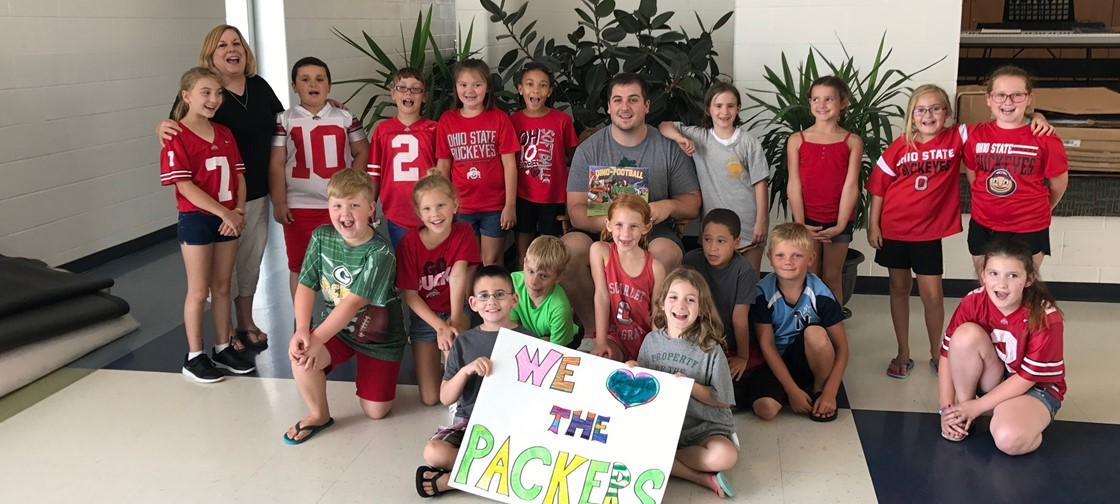 Green Bay Packers Center, Corey Linsley, visited Legend Elementary this summer to read to students