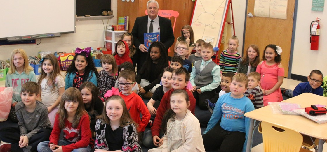 Superintendent Doug Ute read to Carson Elementary 2nd Grade students for Read Across America Week